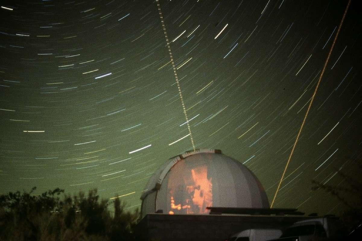 Avec Gloria, plus besoin d'aller dans un observatoire pour faire des observations astronomiques. © J.-B. Feldmann (http://montreurdimages.blogspot.com/)