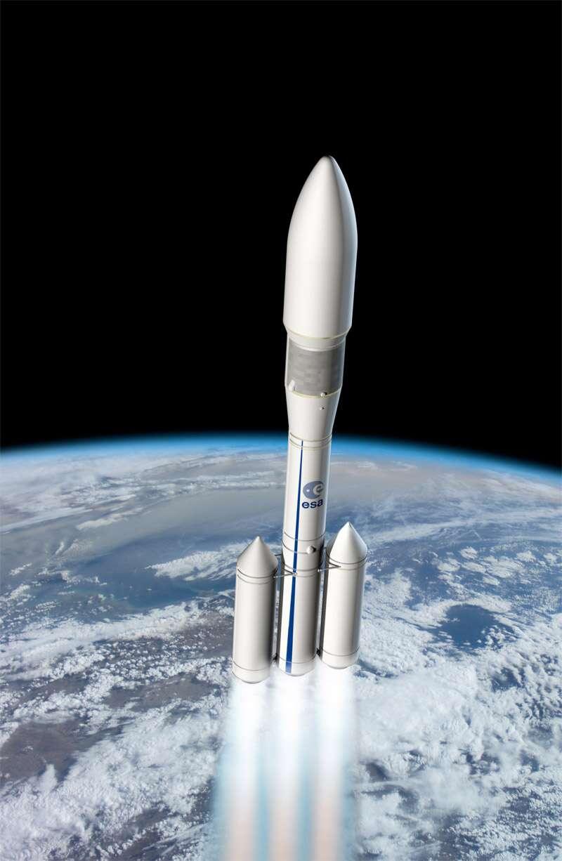 Un dessin de la future Ariane 6. Le lanceur comprendra deux étages à propulseurs à propergols solides. Le premier étage en aura trois (allumés sur cette image) et le deuxième un seul. Le troisième étage aura, lui, une propulsion cryotechnique (oxygène et hydrogène liquides). © Esa, D. Ducros