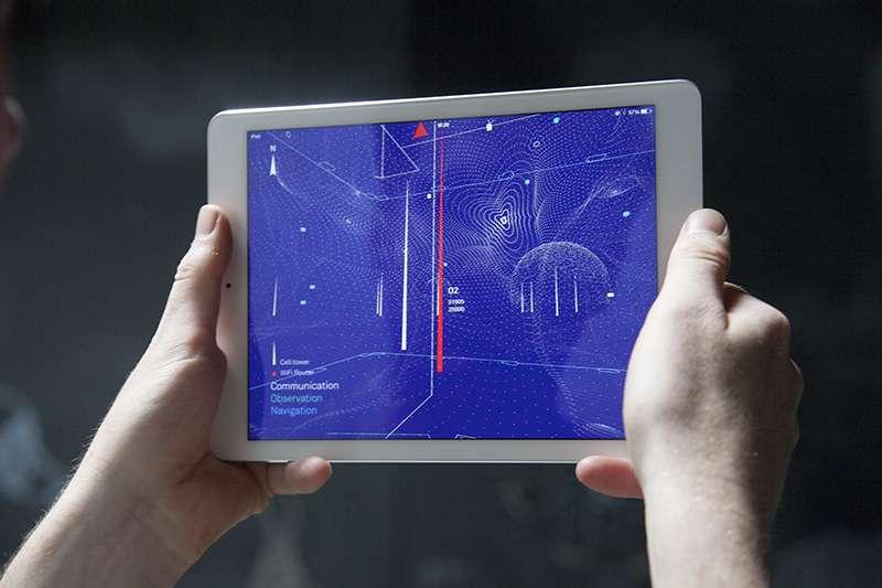 L'application Architecture of Radio affiche en temps réel une cartographie des ondes électromagnétiques émises par les antennes relais, les routeurs Wi-Fi et les divers satellites en orbite. © Juuke Schoorl, Studio Richard Vijgen