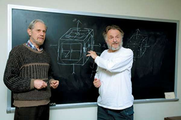 Simon Kochen (à gauche) et John Conway discutant à Princeton d'un autre théorème en mécanique quantique, celui de Free Will concernant la liberté humaine dans le monde des particules. Crédit : Denise Applewhite