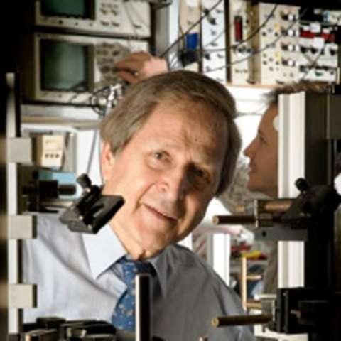 Le prix Nobel de physique français Claude Cohen-Tannoudji, grand pionnier des techniques de refroidissement des atomes par laser. © ENS