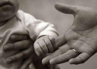 Insémination, Fiv ou conception naturelle, comment avoir un enfant avec un compagnon séropositif ? © Friday Fotolia