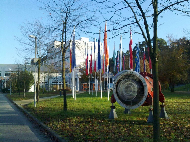 Le hassium a été synthétisé pour la première fois au Gesellschaft für Schwerionenforschung de Darmstadt, en Allemagne, dont voici le bâtiment principal. © commander-pirx, Wikipédia, CC by-sa 3.0