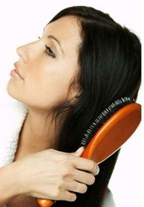 Brosse ronde, plate, thermoréactive... À chaque type de cheveux sa brosse. © Fotolia