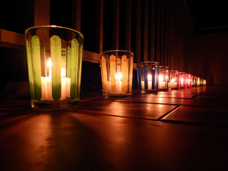 Chaque année au mois de décembre, la ville de Lyon fête les lumières. La tradition veut alors que les habitants illuminent leurs fenêtres de lumignons colorés. © Instant-Shots, Flickr, CC by-nc-nd 2.0