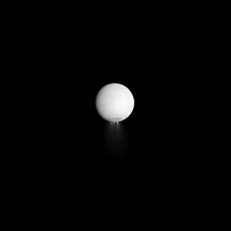 Jets de glace au pôle Sud d'Encelade le 25 décembre 2009. © Nasa/JPL