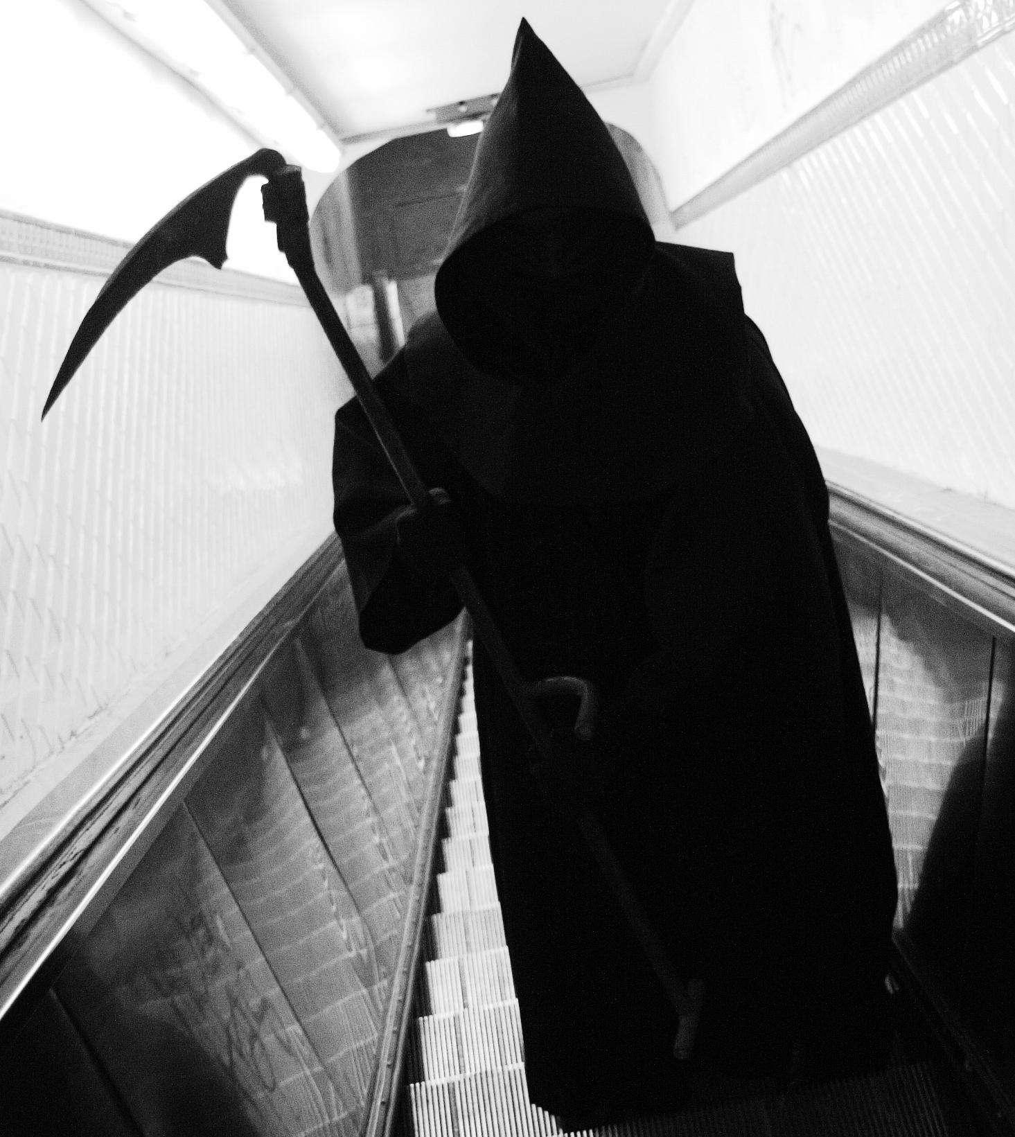 En dosant le taux de la cystatine et de la beta-trace protéine, des chercheurs pensent que l'on peut dire si la mort viendra bientôt frapper à votre porte. © Thomas Claveirole, Flickr, cc by sa 2.0