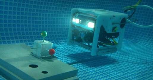 Ce robot sous-marin conçu à l'université japonaise d'Okayama est capable de se déplacer de façon autonome et de repérer des cibles avec une précision de cinq millimètres. Pour cela, il associe une technologie de vision en 3D stéréoscopique avec un sonar. © Okayama University