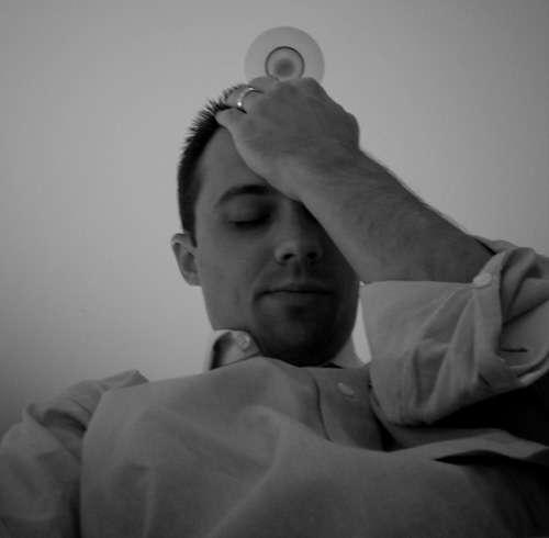 Après avoir assisté à une scène choquante, le traumatisme peut nous poursuivre longtemps, même toute une vie. Au-delà des troubles psychiques, la santé physique peut aussi en pâtir car une personne en deuil connaît 21 fois plus de risques de subir un infarctus ou un accident vasculaire cérébral dans les 24 heures suivant le drame. © Chris, rudecactus.com, cc by nc sa 2.0
