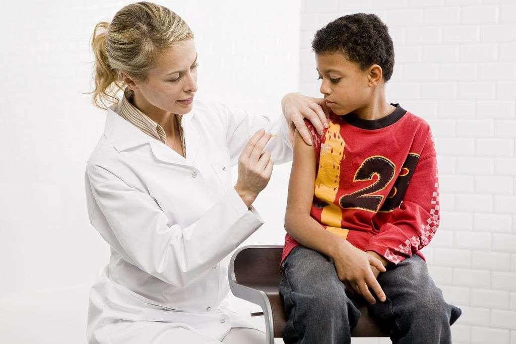 Il existe un vaccin efficace contre la rougeole. Selon la plupart des spécialistes, la France présente une couverture vaccinale insuffisante, ce qui expliquerait l'émergence de cette maladie. © Pascal Dolémieux, Sanofi-Pasteur, Flickr, cc by nc nd 2.0