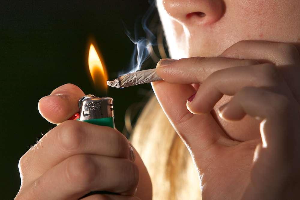 Le buzz du mois : le cannabis n'a rien d'une drogue douce. Il est d'autant plus délétère et risqué lorsqu'on commence à le consommer jeune. © Cagrimett, Flickr, cc by sa 2.0