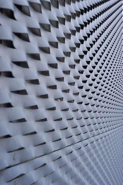 Bon isolant, un bardage métallique peut aussi apporter une touche de modernité à un bâtiment. © Dirty S., Flickr, cc by 2.0