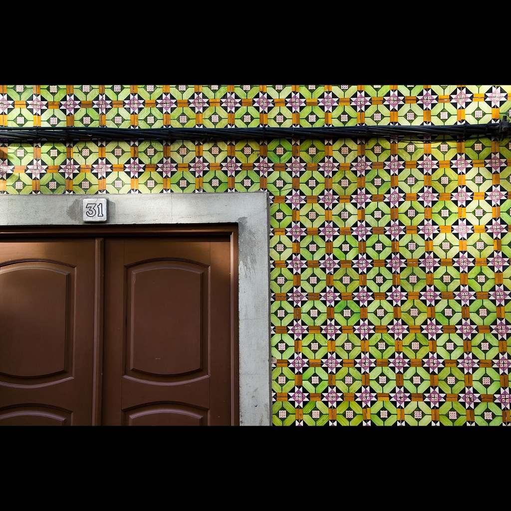 Le papier peint en vinyle est le plus adapté aux murs de cuisine, car c'est le plus résistant. © Matthieu Sévère, Wikipédia commons, CC BY 2.0