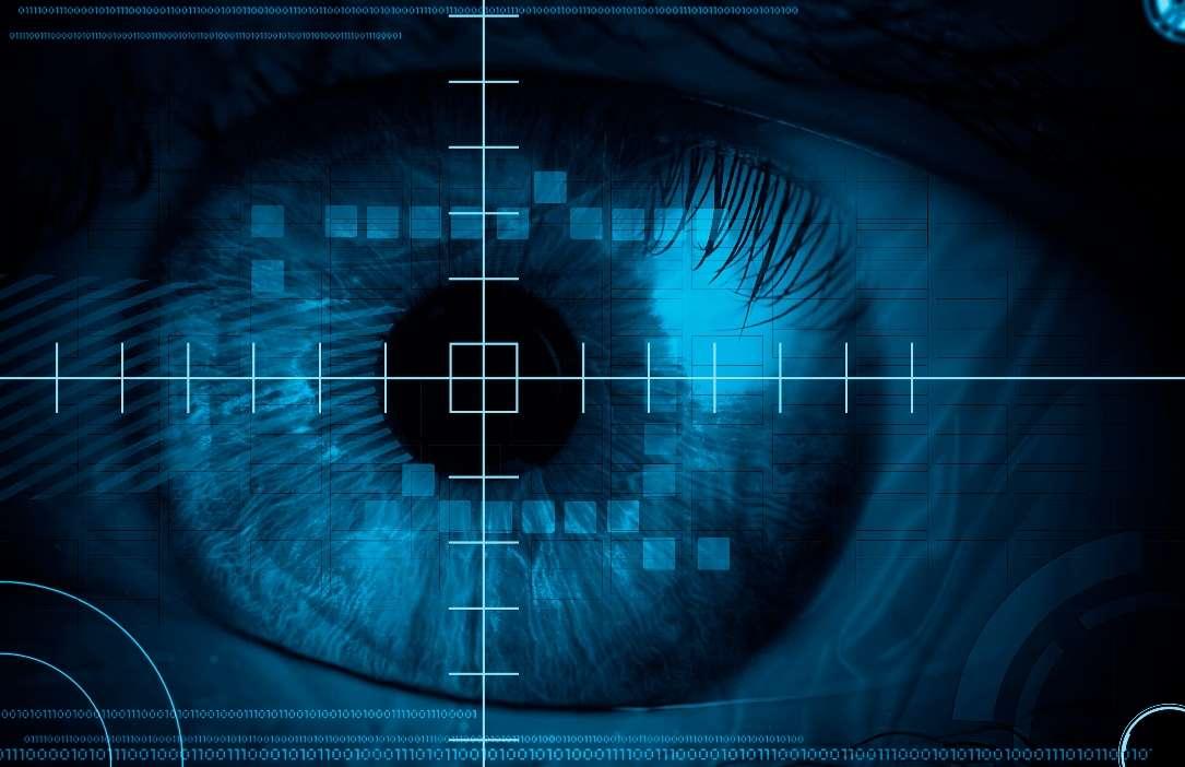 Les yeux bioniques se banaliseront peut-être dans les années à venir. Un premier implant rétinien vient d'être autorisé aux États-Unis, alors que les Allemands pourraient proposer un modèle encore plus perfectionné, permettant aux personnes de lire et de reconnaître les visages quand le premier se limite à laisser entrevoir les contours d'un objet. Si les résultats se confirment, le Retina Implant pourrait bien envahir le marché. © Petya Nikolova Petrova, shutterstock