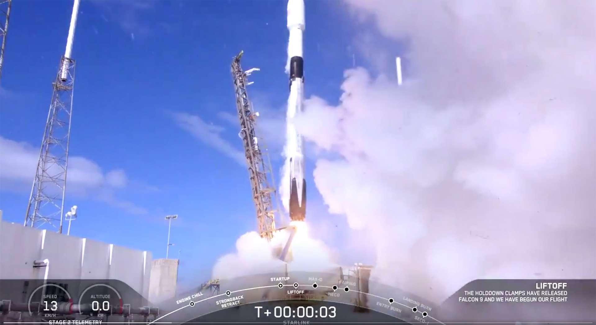 Décollage du lanceur Falcon 9 avec à son bord 60 satellites de la constellation Starlink. © SpaceX (capture vidéo)