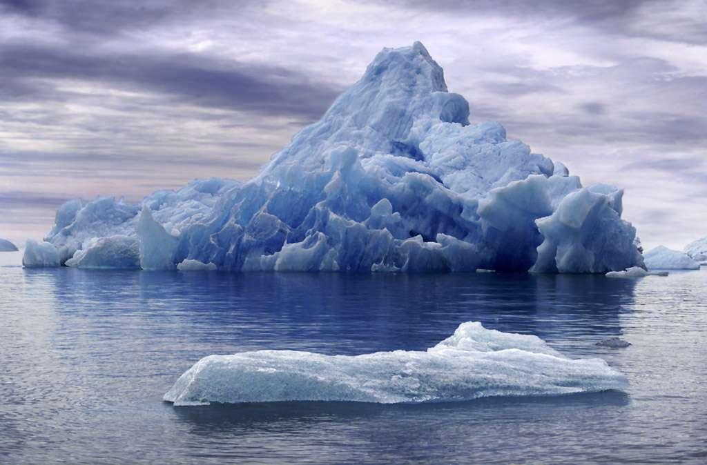 Le glacier Sermeq Kujalleq produit chaque année 35 milliards de tonnes d'icebergs, soit 10 % des icebergs du Groenland. C'est l'équivalent de la consommation annuelle d'eau douce en France. © Магадан, Flickr, cc by nc sa 2.0