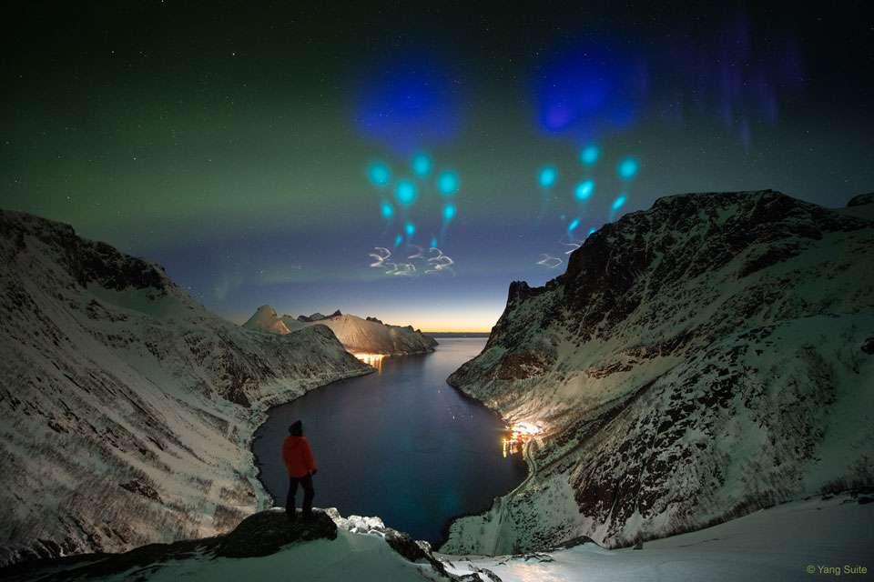 Explosion de lumières colorées dans le ciel de Norvège le 5 avril 2019, après le lancement de deux fusées-sondes pour la mission AZURE d'étude des aurores, que l'on voit d'ailleurs danser en arrière-plan sur cette photo. © Yang Sutie