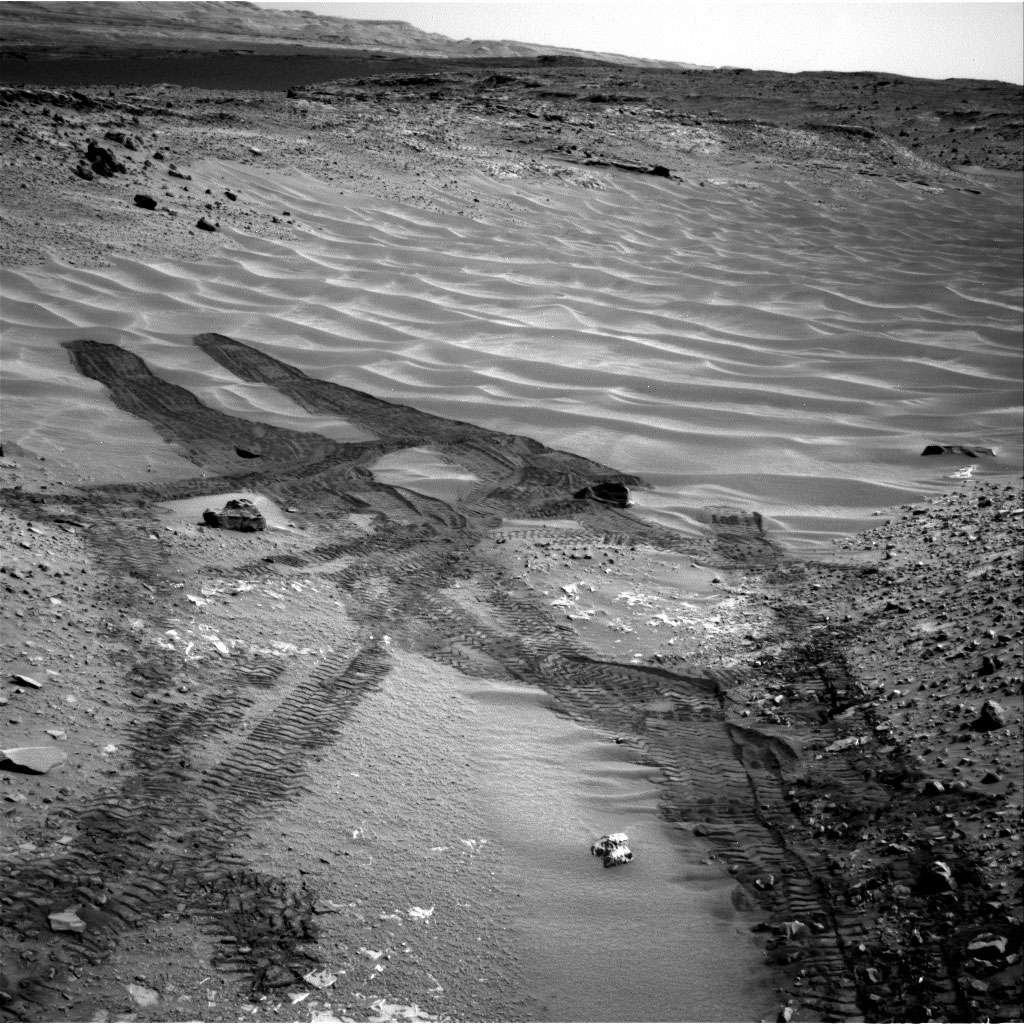 Aujourd'hui, Curiosity fait route en direction du mont Sharp ne s'autorisant des arrêts que si des roches présentent un intérêt scientifique certain. © Nasa, JPL/Caltech