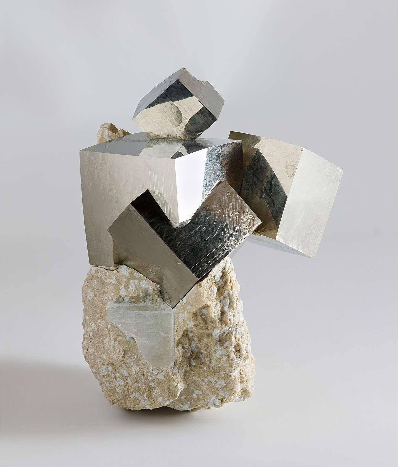 Cristaux de pyrite provenant de la mine Ampliación à Victoria de Navajún, dans la Rioja (Espagne). © J.-J. Harrison