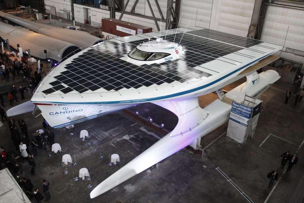 Le catamaran solaire Tûranor PlanetSolar, après son tour du monde, s'est offert une révision au chantier naval de La Ciotat. © AFP Photo DDP / Philipp Guelland