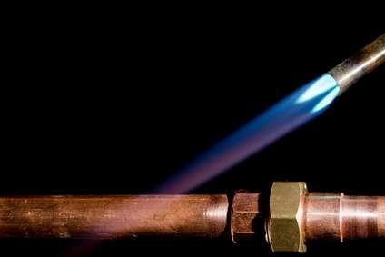 Chalumeau sur un tube en cuivre. © DR