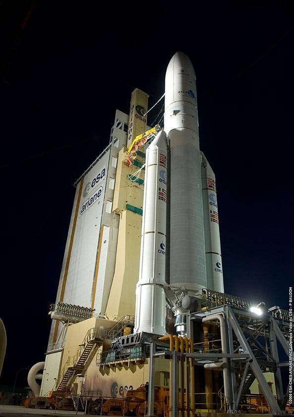 Ariane sur son pas de tir le 12 février 2009. Crédit Arianespace