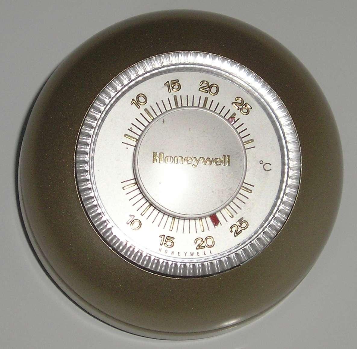 Le thermostat est un système qui permet de réguler la température. © Vincent de Groot, CC BY-SA 3.0, Wikimedia Commons