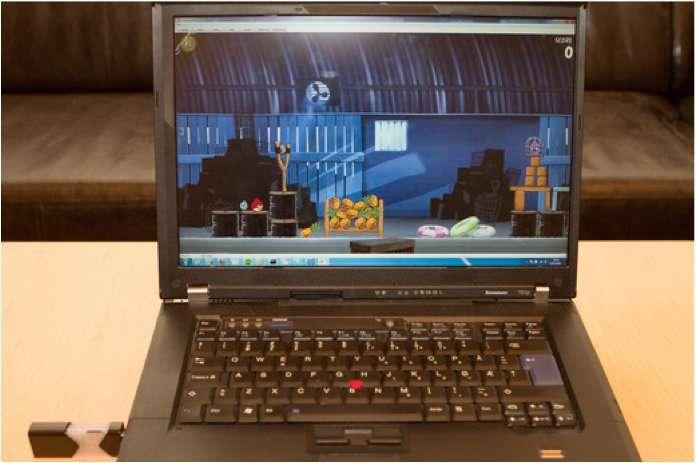 Via sa clé USB qui intègre un authentique processeur, FXI permet d'utiliser deux systèmes d'exploitation sur un seul et même ordinateur. © FXI