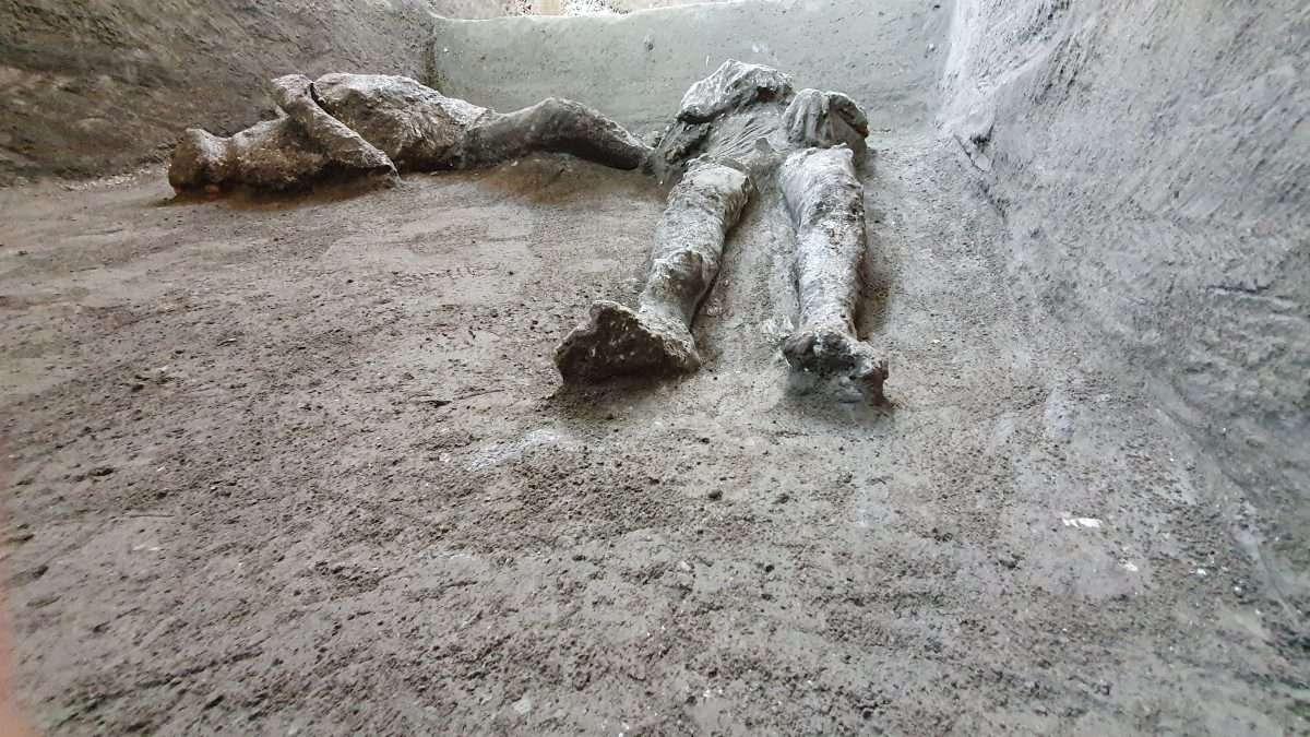 Les corps des deux hommes découvertes sur la rue Civita Giuliana. © Parc archéologique de Pompéi
