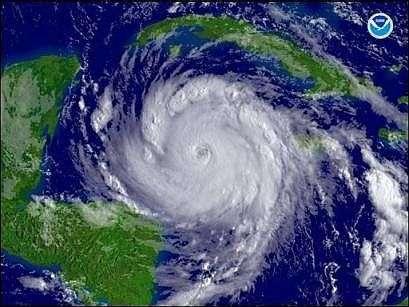 Le cyclone Dean. Crédit NOAA - NASA.