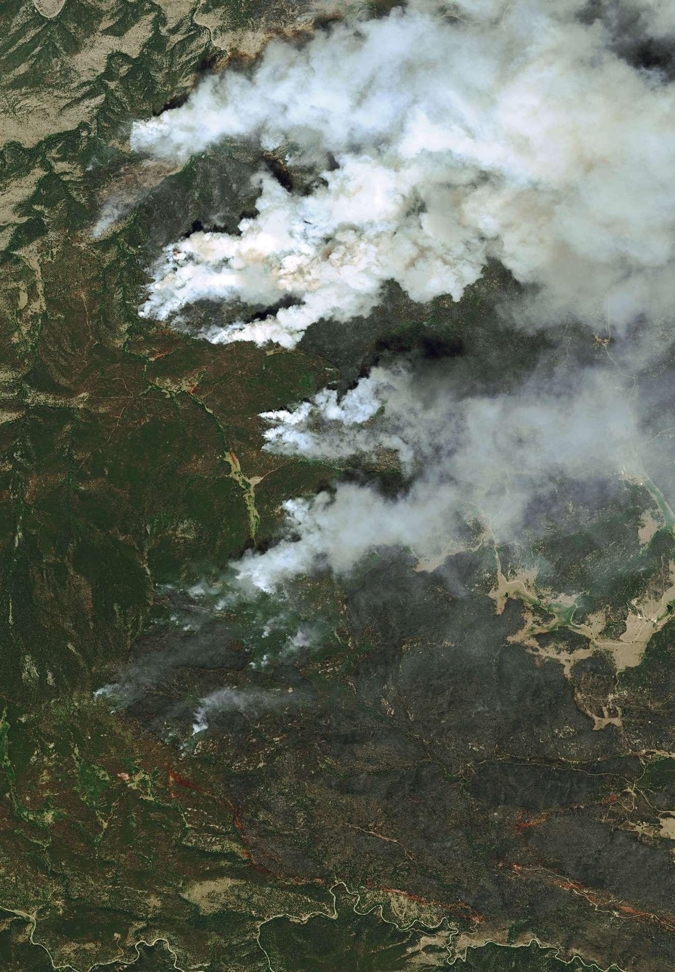 La puissance d'observation des satellites ne se dément pas avec cette image acquise par Pléiades, un satellite d'observation français exploité par Astrium, qui montre avec force détails les énormes incendies qui ravagent le Colorado. © Cnes 2012/Astrium Services/Spot Image