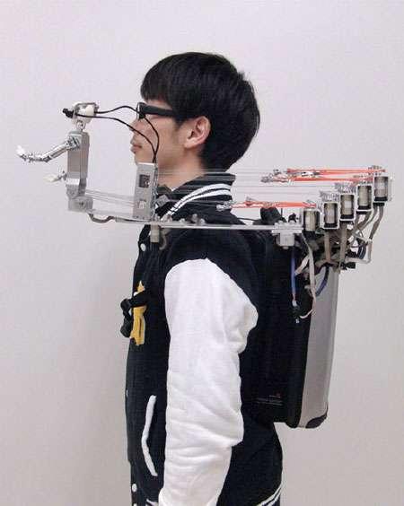 MH-2 est doté d'un buste et constitué de deux bras animés et d'une tête. Il peut imiter certaines actions humaines comme la respiration. © Université de Yamagata