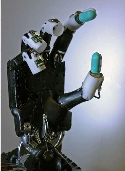Exemple de main robotique dont les 5 doigts peuvent recevoir un capteur BioTac. © SynTouch LLC