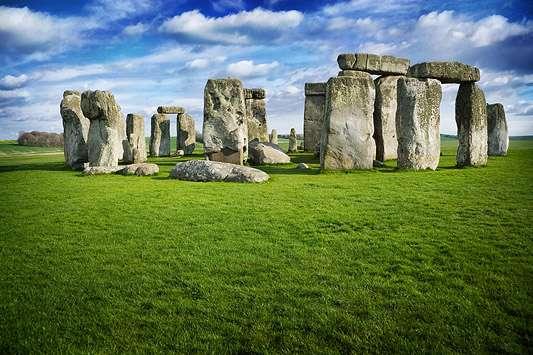Au sein du site mégalithique de Stonehenge, les pierres bleues provenant probablement de Craig Rhos-y-felin, dans le Pembroke, peuvent être observées à l'intérieur du cercle formé par les pierres dressées. © David Ball - www.davidball.net