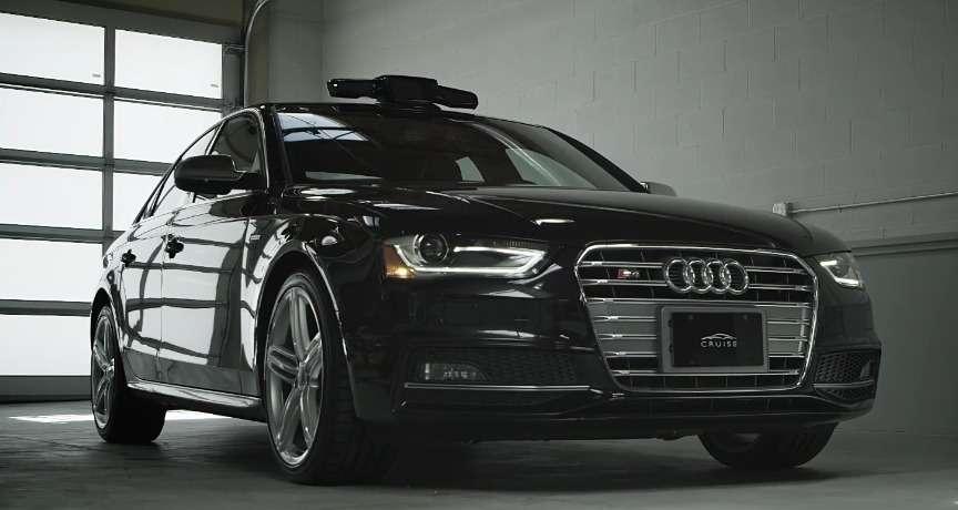 La start-up californienne Cruise Automation se prépare à commercialiser un kit qui ajoute des fonctions d'autonomie à un véhicule de série. Une fois actionné, le système pourra conduire en s'aidant de caméras et de capteurs pour suivre le marquage au sol et réguler la vitesse en fonction des véhicules environnants. Ce pilote automatique n'est compatible qu'avec deux modèles de la marque Audi et ne sera utilisable que sur certaines autoroutes de l'État de Californie. © Cruise Automation