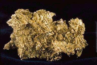 L'or (de symbole Au) est un métal précieux qui se présente sous forme de pépites. On estime que la quantité totale d'or extraite par l'humanité est de 166 kt. © Wikipédia, DP
