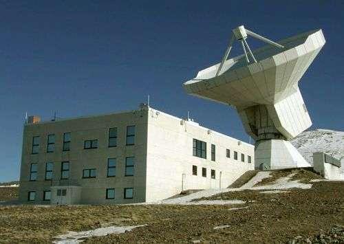 Le radiotélescope de 30 mètres de l'IRAM. Crédit IRAM.
