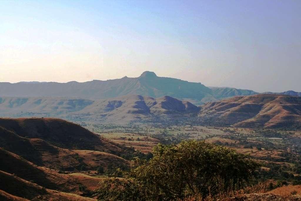 Les empilements de coulées basaltiques des trapps du Deccan en Inde. © Kppethe-wikipédia
