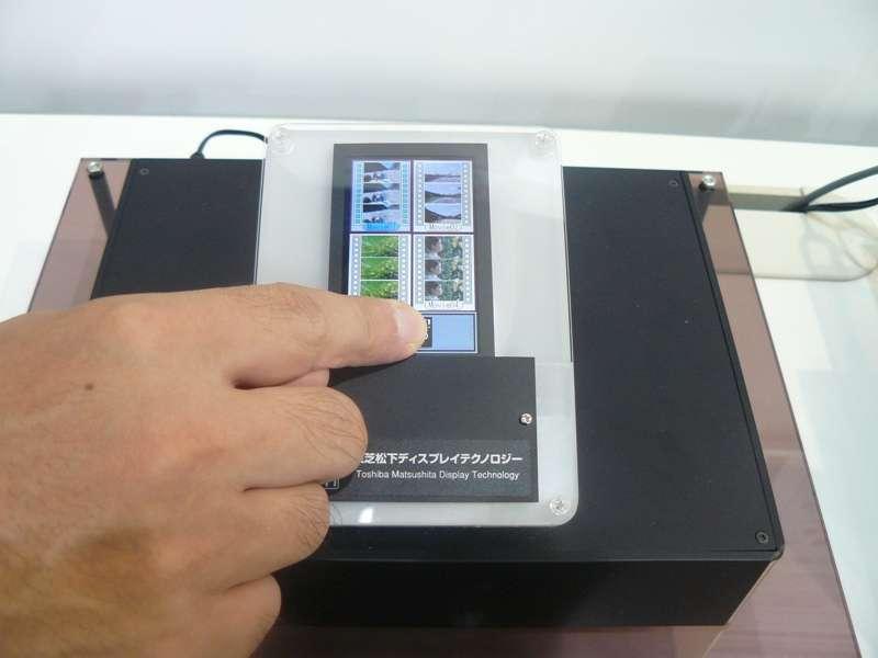 Un prototype d'écran tactile à détection lumineuse présenté en juillet par Toshiba-Matsushita © Toshiba-Matsushita