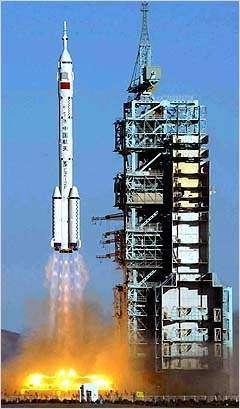 Lancement d'un vaisseau Shenzhou au moyen d'une fusée Longue Marche 2F. Crédit Agence spatiale de Chine.
