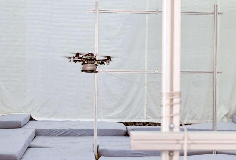 Une version plus évoluée de ce quadricoptère permettra peut-être bientôt de tendre des câbles à moindre coût entre des gratte-ciels. © Gramazio & Kohler, Architecture and Digital Fabrication, École polytechnique fédérale de Zurich
