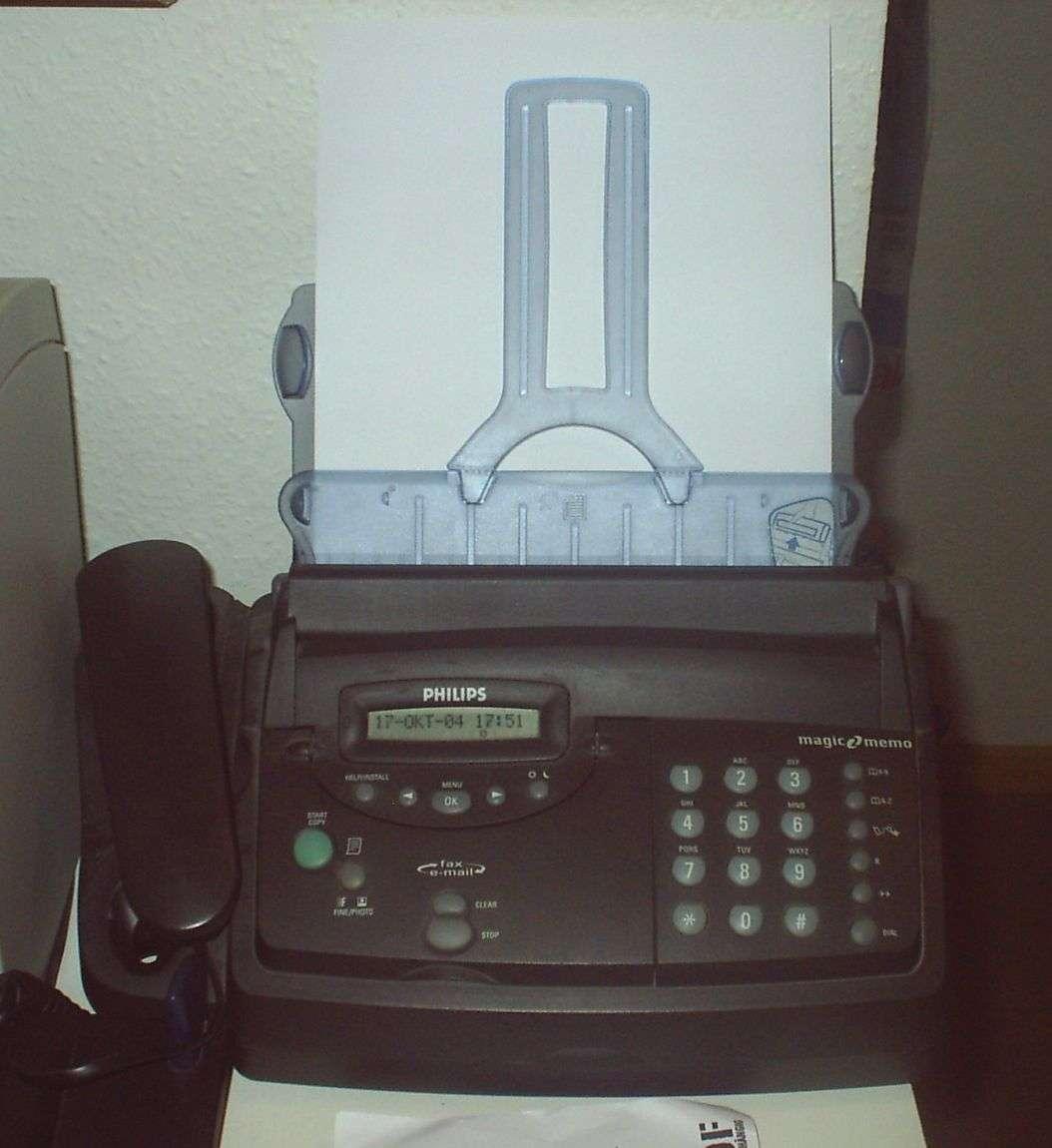 Le fax accélère le développement des échanges mais en tant qu'objet il tend à disparaître au profit du fax Internet. © ChtiTux, CC BY-SA 3.0, Wikimedia Commons