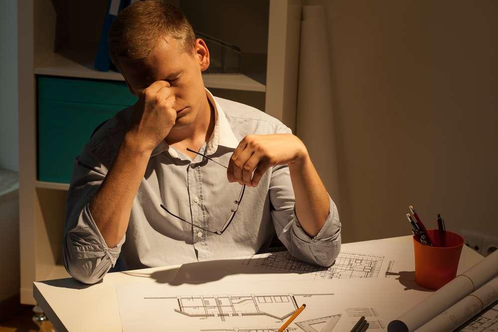 Travailler 55 heures par semaine augmente le risque de faire un AVC de 33 %. © Photographee.eu, shutterstock.com
