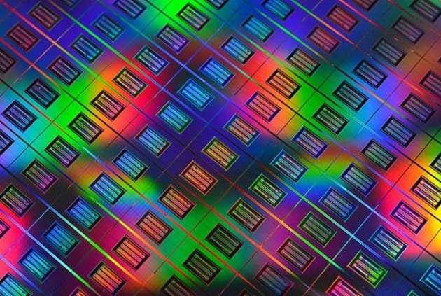 Avec le projet The Machine, HP travaille sur une nouvelle architecture informatique qui reposera notamment sur un type de mémoire appelé memristor, illustré ici. Cette mémoire à résistance non volatile, qui a été conceptualisée dans les années 1970, remplacera la Ram, la mémoire Flash et le stockage sur disque dur. © HP Labs