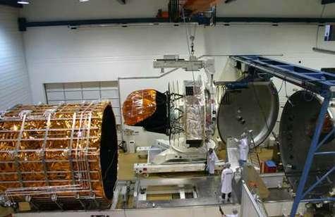 Installation du satellite Planck à Liège