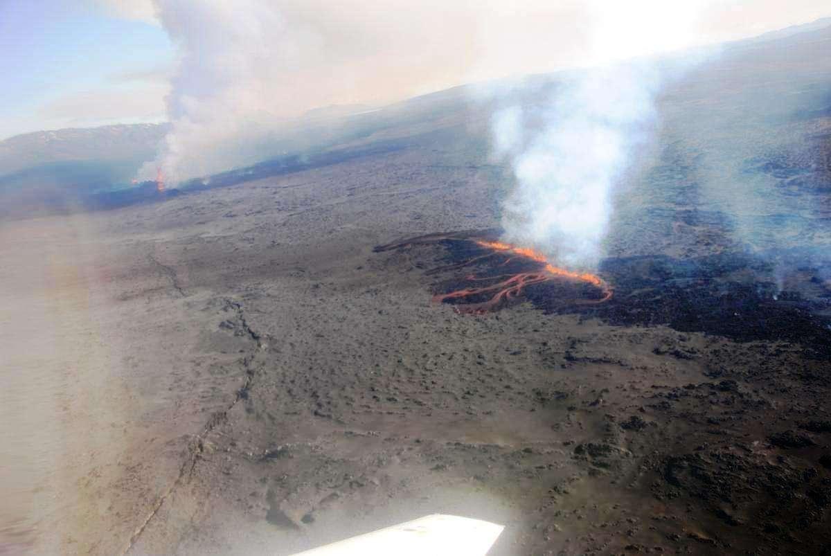 Les éruptions fissurales dans le champ de lave bordant le glacier recouvrant le volcan Bardarbunga sont pour le moment effusives. Il n'y a pas d'émission de cendres volcaniques. © Thora Arnadottir, Institute of Earth Sciences
