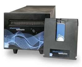 Le lecteur-enregistreur est fin prêt. Remarquez le disque, protégé dans une cartouche, comme les DVD-Ram. © Inphase Technologies