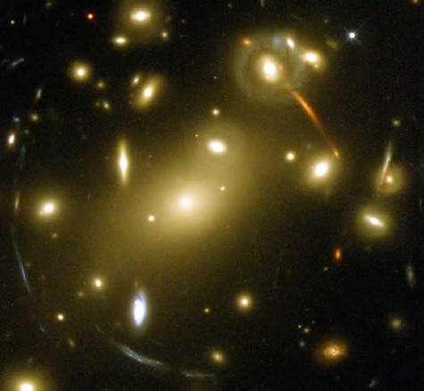 Amas de galaxieCrédit : http://perso.club-internet.fr/jrosu/univers