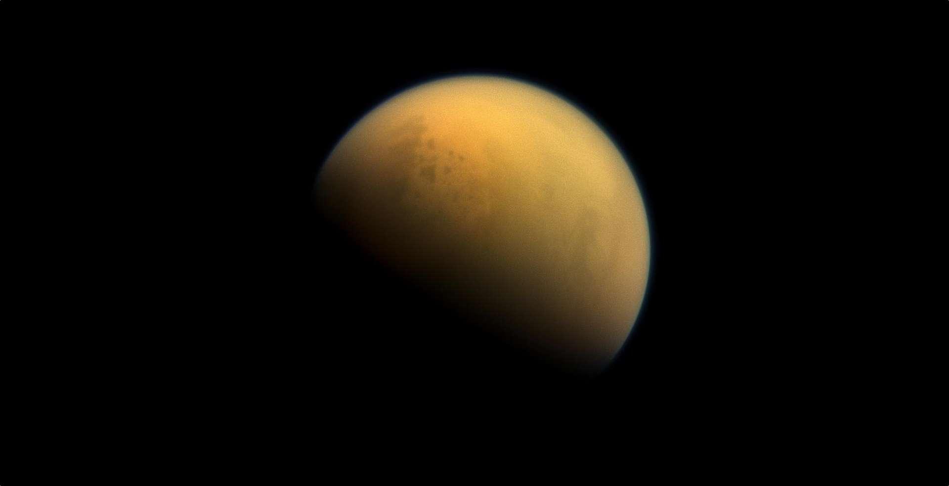 Titan, deuxième plus grande lune du Système solaire, sous les yeux de la sonde Cassini. © Nasa, ESA