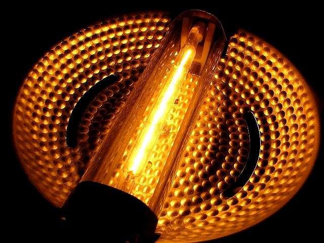 L'ampoule halogène est une ampoule à filament plus efficace que les lampes à incandescence classiques. © Bleu celt CC by-nc-sa 2.0